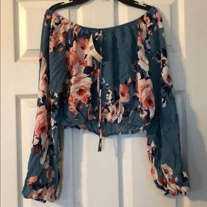 Brand New Off-The-Shoulder Top🌺